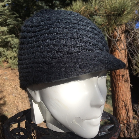 f5fc79efe67a5 North Face Knit Hat with Bill. M 5a54f8e81dffdad595055d15